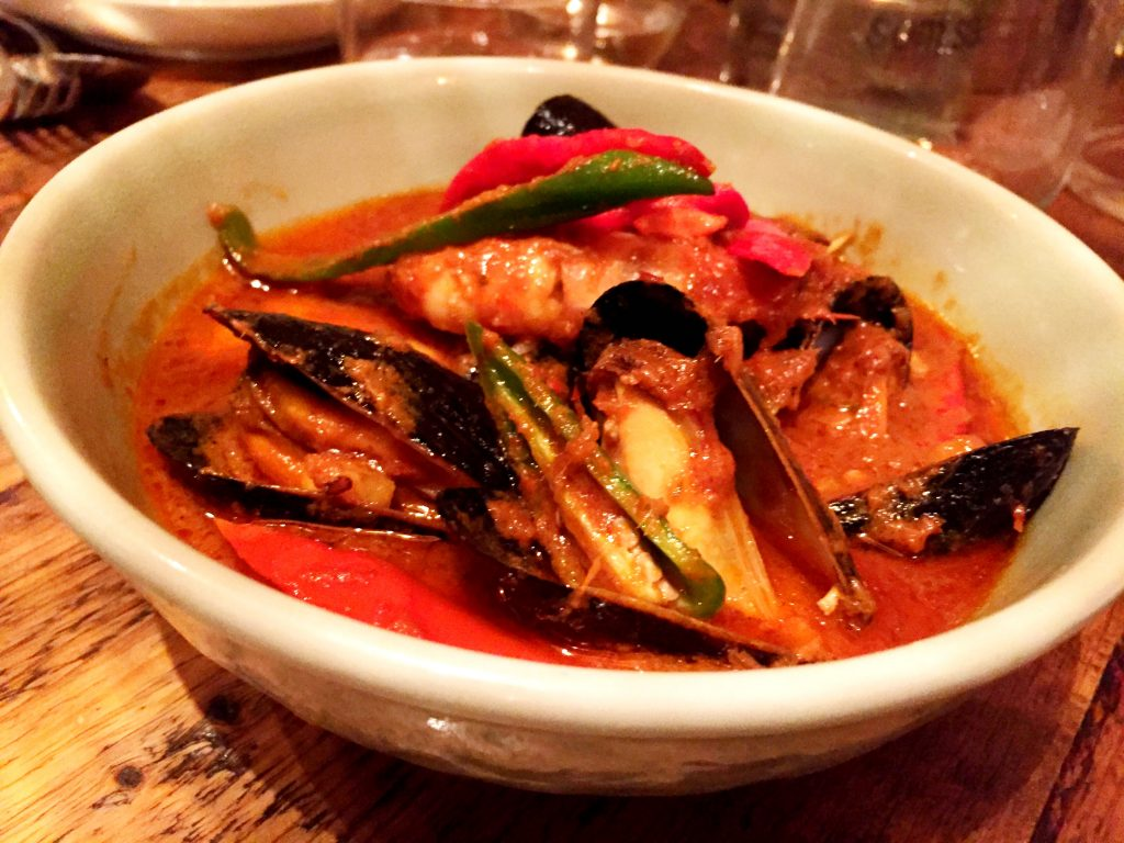 'Khua' style red curry with mussels and pineapple at Som Saa Thai